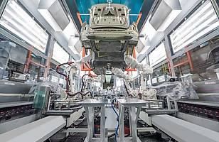 100 tys. Volvo S90 z Chin