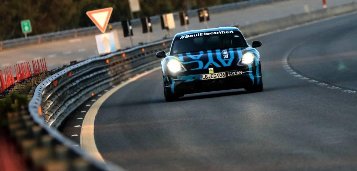 Testy długodystansowe Porsche Taycan