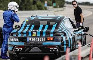 Porsche Taycan na torze Nardo