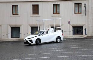 Toyota Mirai jako papamobile