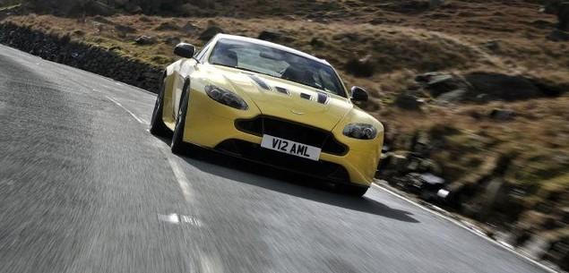 Bardzo szybki, nowy Aston Martin V12 Vantage S