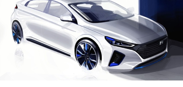 Hyundai IONIQ nadjeżdża