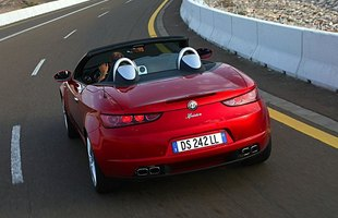 Alfa Romeo Spider poprzedniej generacji była ładna, ale nie dysponowała dobrymi silnikami