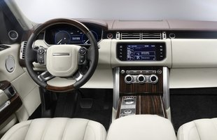 Kształty deski rozdzielczej typowe dla Range Rovera