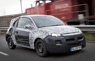 Opel Adam w kamuflażu