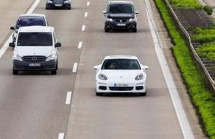 Porsche Panamera S E-Hybrid podczas jazd testowych na autostradzie