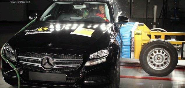 Testy Euro NCAP: Mercedes klasy C i Hyundai i10