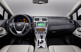 Toyota Avensis z nowym przodem