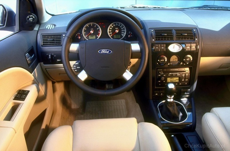 Wnętrze Forda Mondeo mk3 - zdjęcie 17 - ChceAuto.pl
