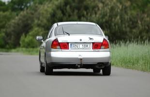 Mitsubishi Carisma sprzed modernizacji z 1999 roku
