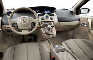 Wnętrze Renault Scenic II generacji