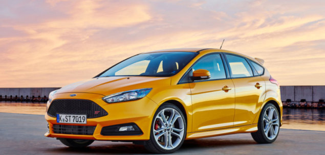 ford focus st mk3 fl 2 0 ecoboost 250 km 2015 hatchback. Black Bedroom Furniture Sets. Home Design Ideas