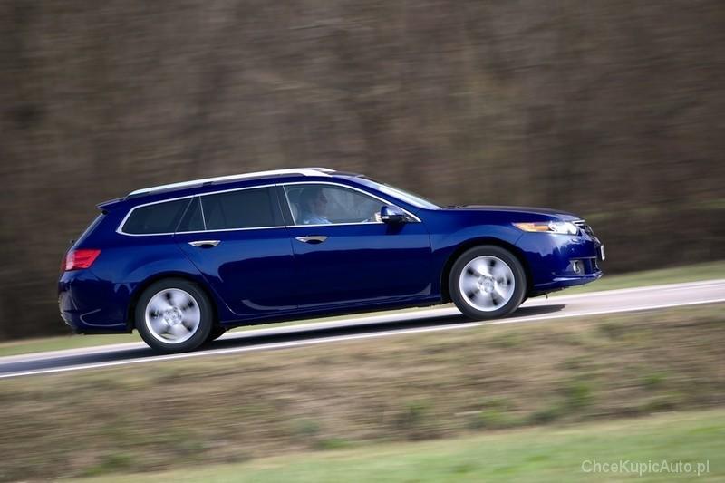 Honda Accord VIII generacji debiutowała w 2008 roku. Auta - podobnie