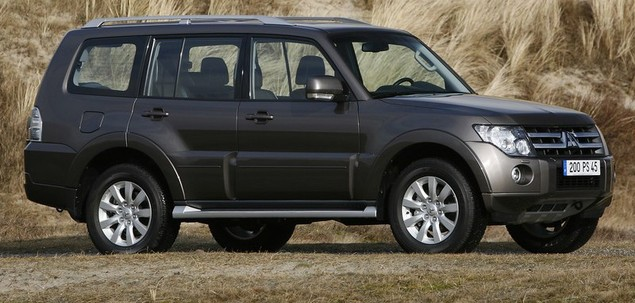 mitsubishi pajero iv 3 2 did 200 km 2012 suv skrzynia r czna nap d 4x4. Black Bedroom Furniture Sets. Home Design Ideas