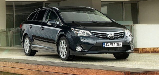 toyota avensis iii fl 1 8 valvematic 147 km 2013 kombi skrzynia automat nap d przedni. Black Bedroom Furniture Sets. Home Design Ideas
